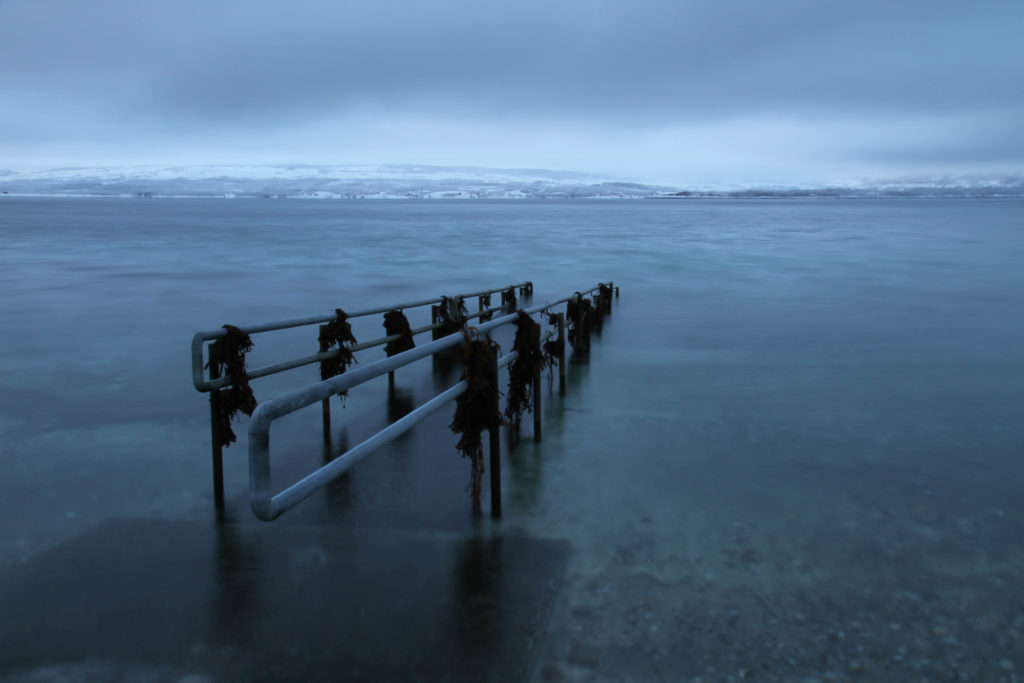 Badenedgang til et nord-norskt vinter hav.